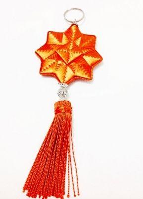 Porte clé ou bijou de sac en soie orange.