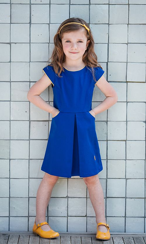 Retro Sjiek Blauw met felgele biesjes. Pittig, kittig en voor een dametje met lef.   #koningsblauw #royalblue #blauw #blue #geel #yellow #zomerjurkje #summerdress #retro #kinderkleding #childrensclothing #ouders #parents #kids #girls #birthday #party #feestjurkje