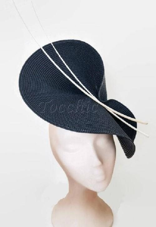 Navy blue and white fascinator. Elegant navy blue hat decorated with some white feathers. It is a beautiful hat for weddings, Royal Ascot horse races, cocktails, derby... It is mounted on a headband that allows to tilt the hat to the liking of each one. You can choose the side of the head
