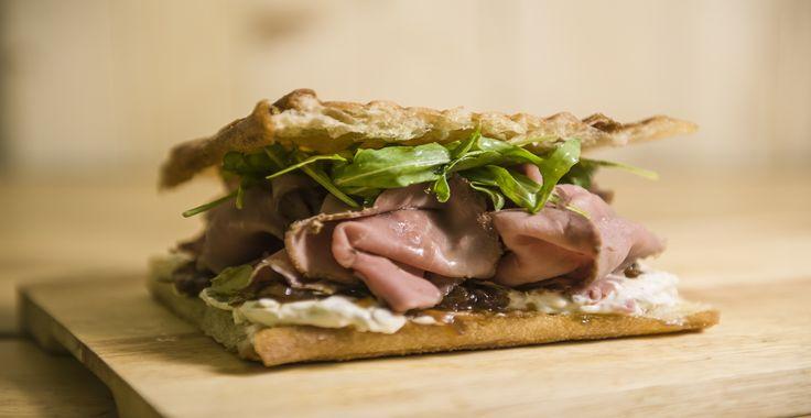 El SANTO es la sandwichería premium de Sitges. Jugosas hamburguesas de carne de…
