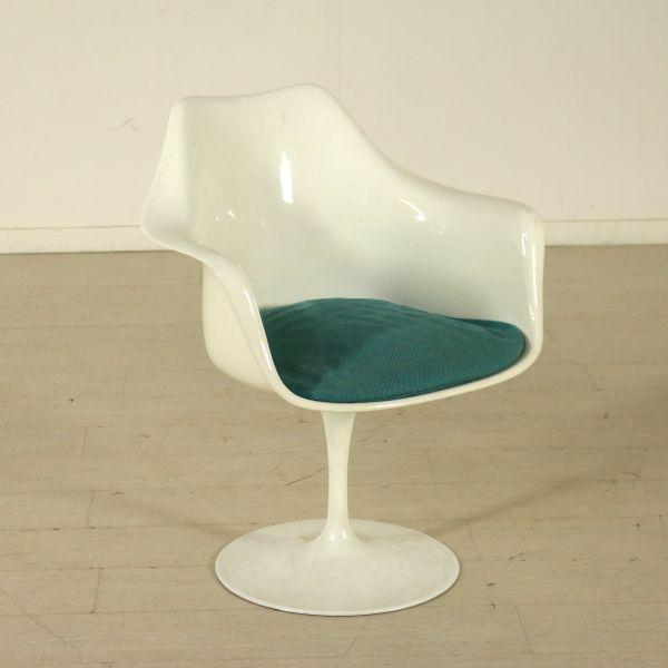 Sedia Tulip girevole; base in metallo con scocca in materiale plastico.