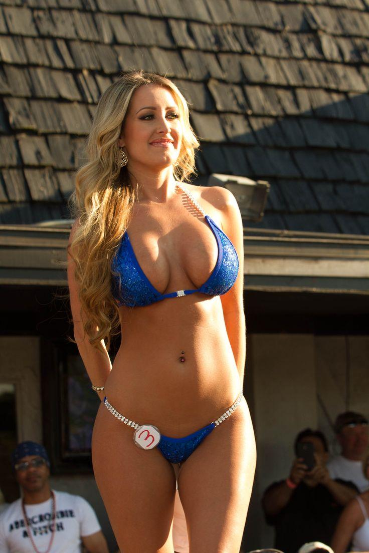Bikini Girl Mercedes 1 - YouTube