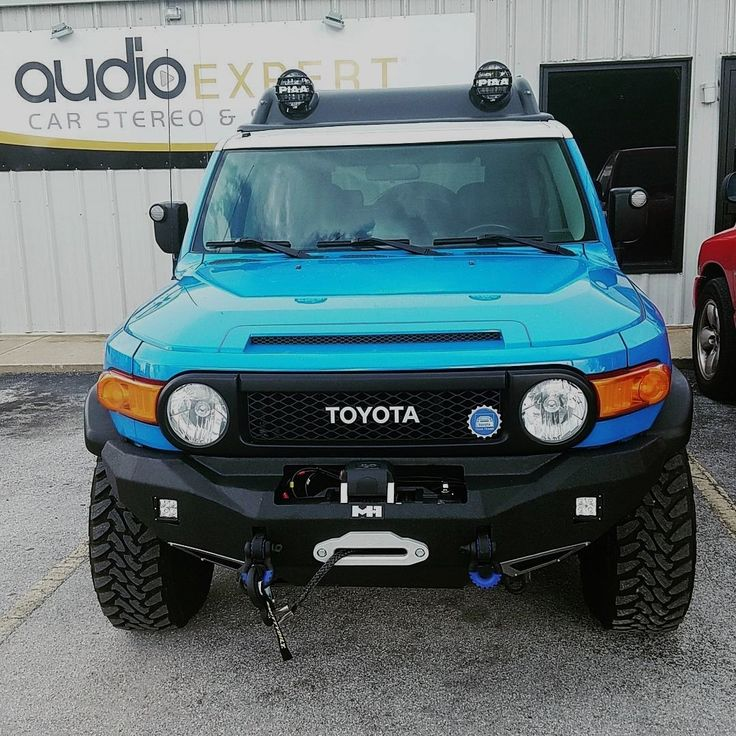 This #fjcruiser is getting off road ready! We installed the bumper, winch, led bumper lights and led roof lights. And the rest bumper will be next!#Toyota #offroad #clearwater #lights #stpetersburg #tampabay #mudding