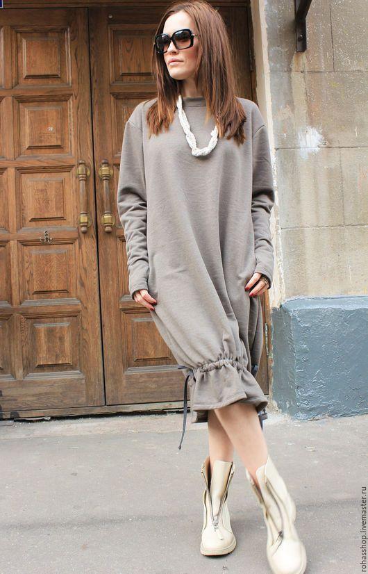 R00063 Платье цвета капучино с длинными рукавами, платье в стиле бохо на завязках. Рукава с дырочкой для пальчика. Платье длинное свободного кроя