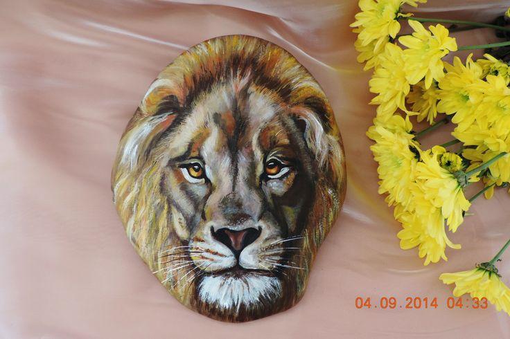 Лев царь зверей( роспись камня акриловыми красками)