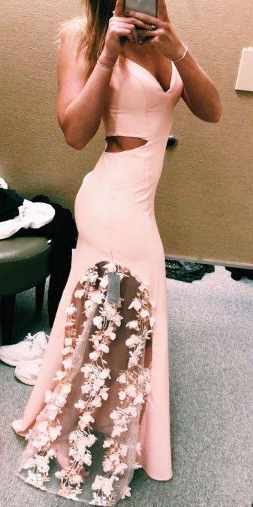 Mais informaçõesEncontre este Pin e muitos outros na pasta Dresses   – Prom Dresses 2019
