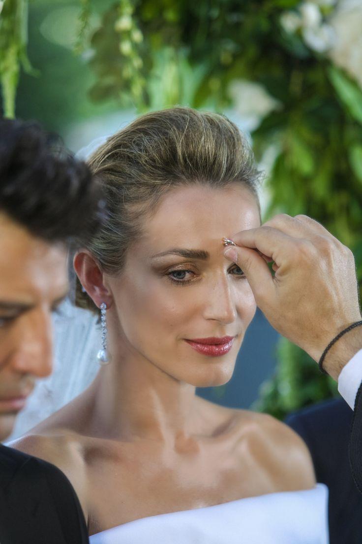 Νέες φωτογραφίες από τον γάμο Ρουβά-Ζυγούλη -Η μπομπονιέρα, η δεξίωση, το μυστήριο καρέ καρέ [εικόνες]   iefimerida.gr