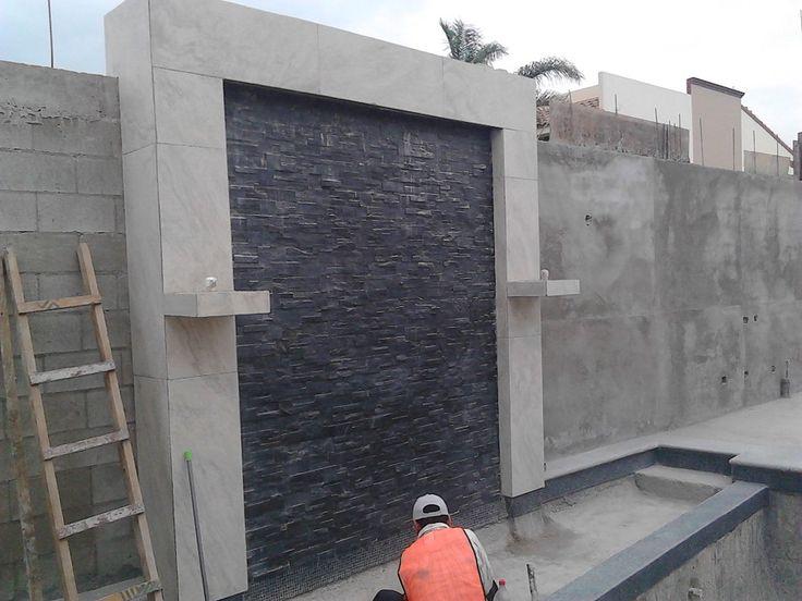 muro-lloron-cortina-de-agua-y-fuentes-con-fuego-en-columnas-en-proceso-de-terminar_79368.jpg 900×675 píxeles