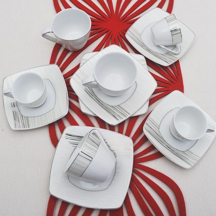 Έξι φλυτζάνια με τα πιατάκια τους για τον καφε ή το τσάι και 6 φλυτζάνια του ελληνικού καφέ ή του εσπρέσσο, σε τετράγωνο σχήμα από ευρωπαϊκή πορσελάνη με σχέδια πλατίνα