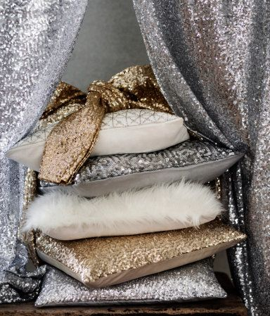 Glitter and sparkle to any neutral colored room looks amazing