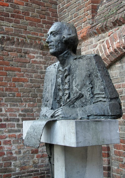 Beeld van Joan Derk van der Capellen. Het staat bij de Proosdij in Zwolle, tegenover de Irish Pub