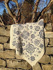 Ravelry: Vognteppet Nordiske roser pattern by Pinneguri