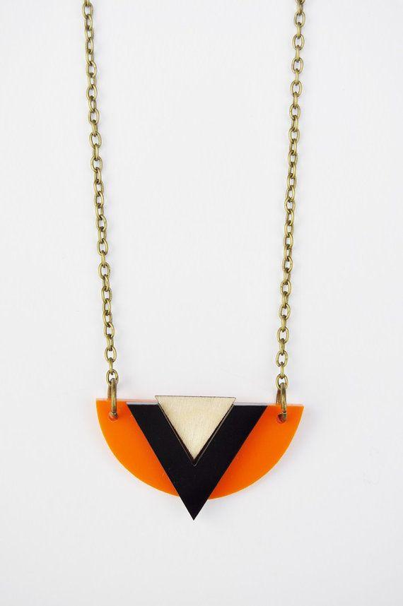 Géométrique, art déco/aztèque inspiré collier en bouleau, noyer et noir acrylique ! Fabriqués à partir de matériaux recyclés et finition avec une chaîne