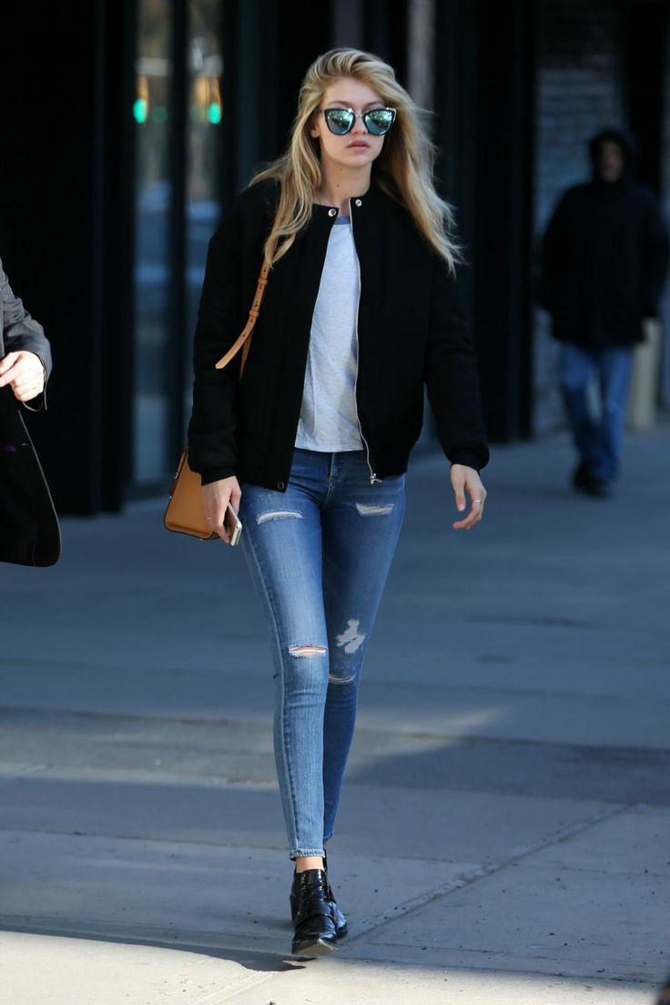 #GigiHadid keeping it on the DL #offduty in NYC.