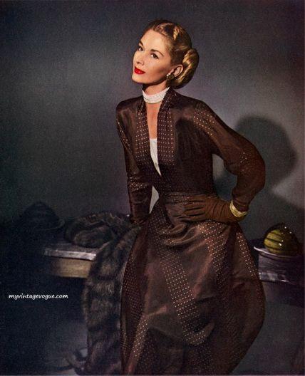 Lisa Fonssagrives,1947  Photography John Rawlings1940S Dresses, John Rawlings, Vintage Brown Dresses, Fashion History, 1940S Fashion, Vintage Fashion, Chocolates Brown, Lisa Fonssagrives, Vintage Vogue