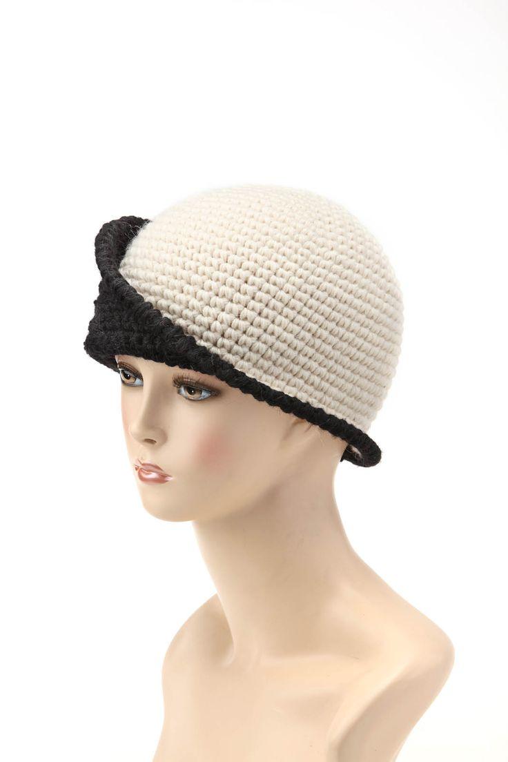 Cappello riproducibile, disponibile anche su ordinazione nei colori della nostra palette.