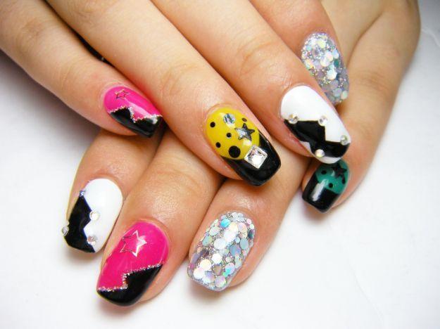 Геометрические разноцветные рисунки на ногтях со стразами ::: onelady.ru ::: #nail #nails #nailart #manicure