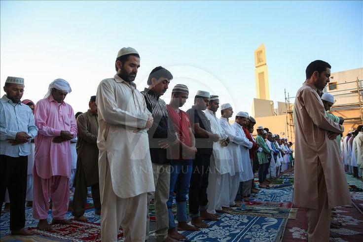 "I am Muslim and I love Islam  (Arrahmah.com) - Jika kita ditanya ""sudah berapa lama kamu menjadi seorang Muslim?"" mungkin sebagian besar dari kita akan menjawab status sebagai seorang muslim telah melekat seumur kita saat ini jika kita terlahir sudah menjadi muslim dari orangtua yang Muslim. Bersyukur sudah pasti namun perlu kita renungkan kembali seumur kita menjadi seorang muslimsudah sejauh mana kita mengenal islam? Sudahkah kita melakukan pendekatan dengan agama kita (Islam)? Mungkin…"
