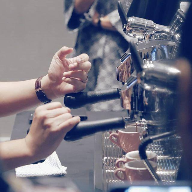 Witnessing the magic.  # #kopi #coffee #coffeetime #espresso