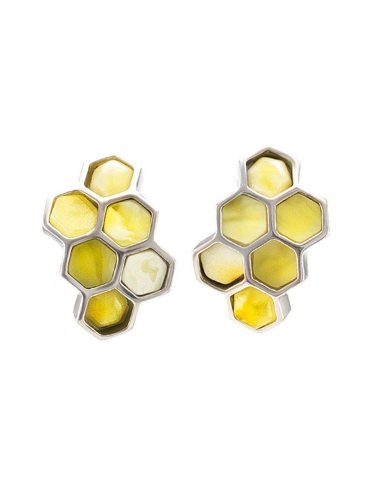 From Russia. A pair of Baltic butterscotch amber earrings with a honeycomb design. фото Небольшие серьги «Винни Пух» из серебра с натуральным медовым янтарём