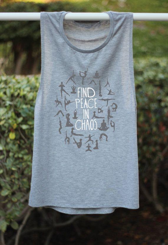 Finden Sie Ruhe In der Chaos Yoga Shirt Frieden von ArimaDesigns