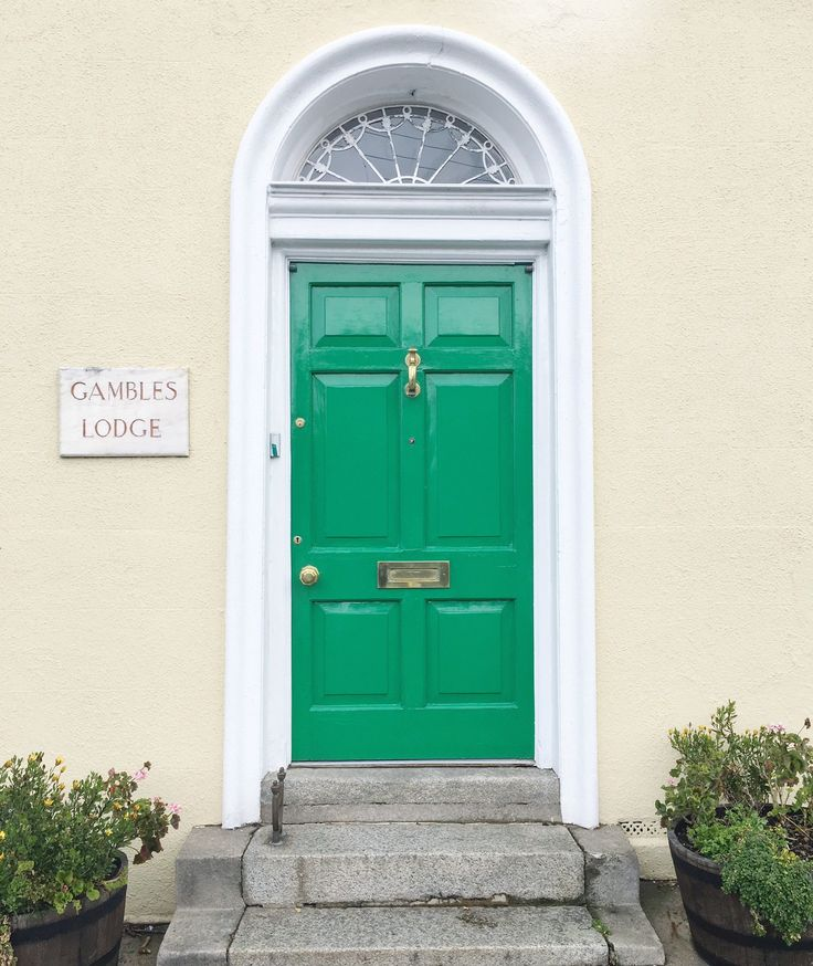 doors of Dublin, green door