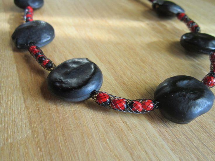 Collier original avec graines rouges et noires : Collier par natu-recup