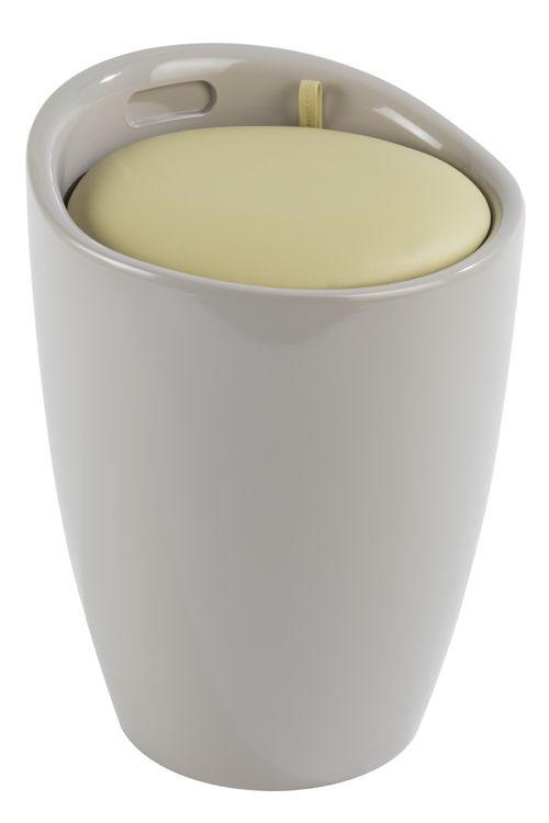 Der trendige Badhocker und Wäschesammler Candy ist aus stabilem ABS-Kunststoff gefertigt. Mit seinem hellen Grau und dem modernen Taupe wird das moderne Accessoire zum Hingucker in jedem Bad. Viel Stauraum für Wäsche bietet der praktische Badhocker unter der Sitzfläche. In dem herausnehmbaren Wäschesack finden dekorativ 20 Liter Wäsche Platz bis zum nächsten Waschgang.  Die großzügige, gepolsterte Sitzfläche lädt jederzeit zum Sitzen ein. Ebenso ist der Hocker auch als Ablagefläche geeignet.