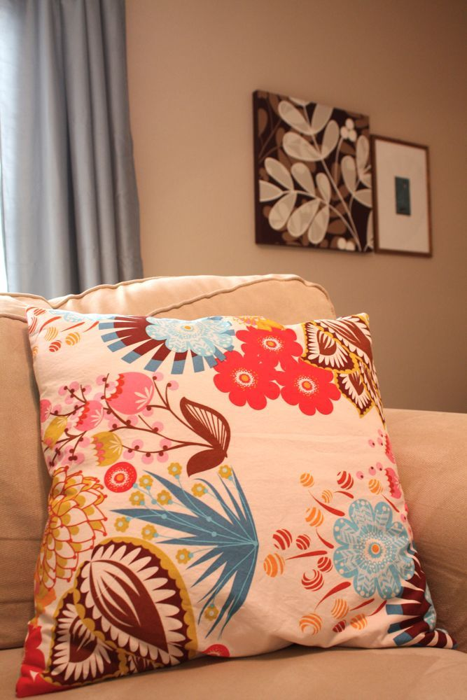 zippered pillow cover tutorial & 183 best Pretty Pillows images on Pinterest | Sewing ideas Sewing ... pillowsntoast.com