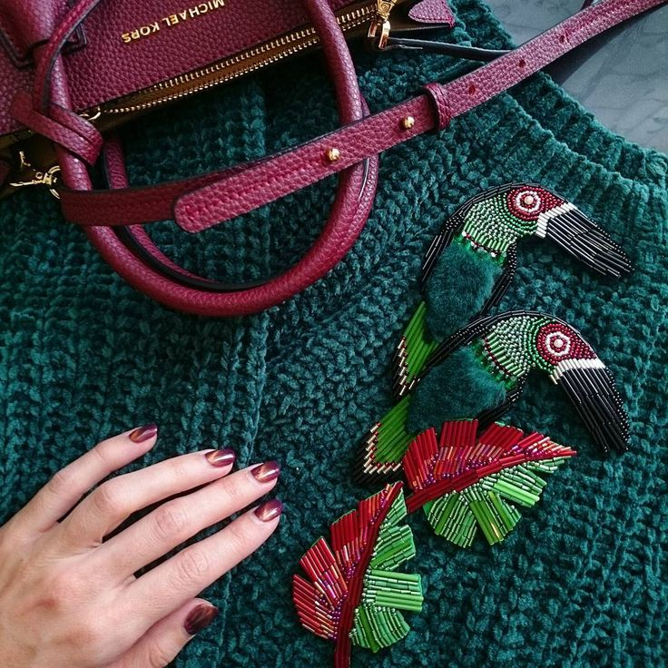 Туканы теперь взяли первенство по количеству заказов #бисер #брошь #брошьизбисера #хендмейд #вышивка #нашивка #handmade #print #brooch #handmadebrooch #handwriting #hobby #хобби #beading #beadwork #bead #embroidery #stars #leather #sparckle #брошьптичка #брошьцветок #брошьлистик