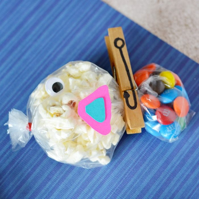 FISH ON A HOOK - what a catch these fish snack bags will be. So quick and easy to make with a clothes pin hook - perfect for an under the sea party.