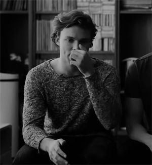 How can a human being be so handsome? He's probably not a human being. He is Ashton. Mindblown rn....