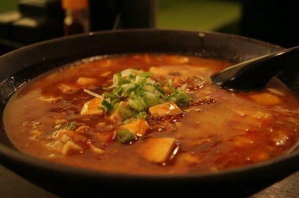 -1 panetto di tofu valsoia a cubetti  -1 peperoncino  -una manciata di erba cipollina a rondelline  -1/4 di gambo di sedano sminuzzato  -2...
