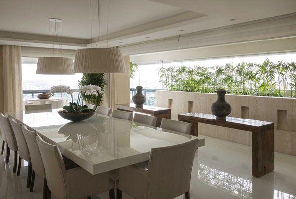 Um apartamento com jeito de casa. Assim é o projeto deDébora Aguiar, feito para uma cobertura duplex de700m², em São Paulo. Os proprietários, um casal de