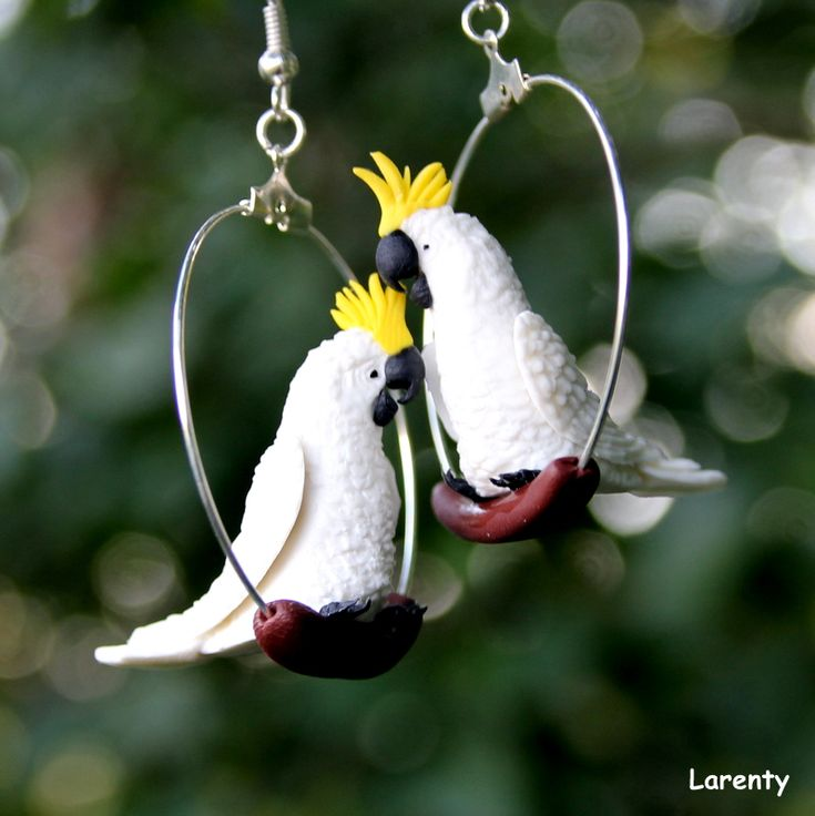 papoušek Kakadu Pro milovníky ptáku, papouščí naušnice, které se na uších neustále protáčí, což dodá na zajímavosti. Jsou nepřehlédnutelné a určitě extravagantní. ! Nevhodná velikst pro děti, pro ně jsou vhodné papouščí miminka!  Velikost kola:3 cm Velikost papouška (délka): 3 cm Velikost papuška (výška): 2,5