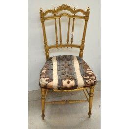 Antigua silla dorada de estilo victoriano