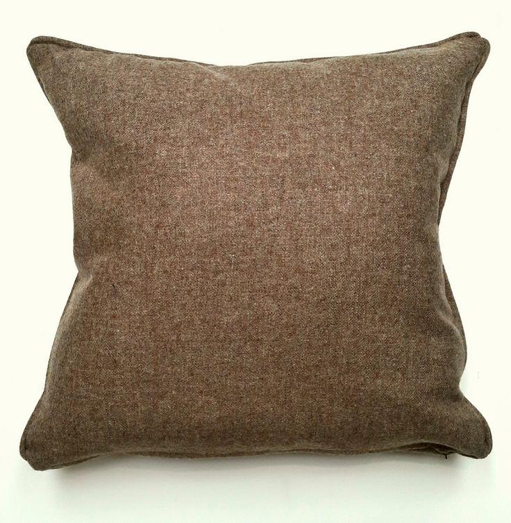 Almohadon de tweed Arciel. Relleno de vellon siliconado. Funda desmontable con cierre y lavable. Medida 50cm x 50cm