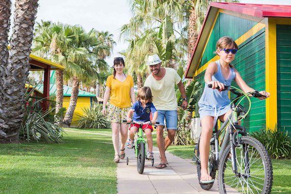 10 razones para ir de camping a la zona de Tarragona Camping en Costa Dorada con los niños. Los mejores camping en Tarragona para familias. 10 motivos para escoger campings en la Costa Dorada.