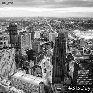 Happy #313Day. Today, 3/13, we celebrate #Detroit's area code 313. Yeah, it's a normal day but this gives us a reason to celebrate on a Monday! What did you do today? 📷: @fjf_4192 #visitdetroit #puremichigan #picoftheday #photooftheday #traveling #travelphotography #city #buildings #birdseyeview #puremitten #awesomemitten #puremittigan #downwithdetroit #thisisagoodsign #bandwphotography #guardianbuilding #comericapark #stadium