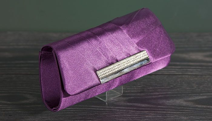 Clutch in paars satijn 2556