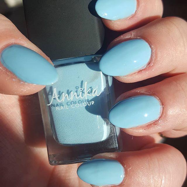Annika - pool party from the February Meebox  @meeboxuk #meebox #meeboxuk #nails #nailvarnish #naturalnails #nailgeek #manicure #tarnishedbutvarnished