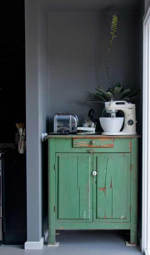 like the cabinet: Wall Colors, Dreams Houses, Green Cabinets, Green Interiors, Shabby Kitchens, Grey Wall, Kitchens Nooks, Old Cabinets, Grey Gardens