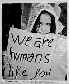 son personas que escapan de una guerra. Fuente: Twitter