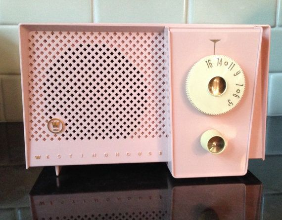 Vintage Pink Westinghouse Retro Radio Mid Century Music Box | Visit www.homedesignideas.eu for more inspiring images and decor inspirations