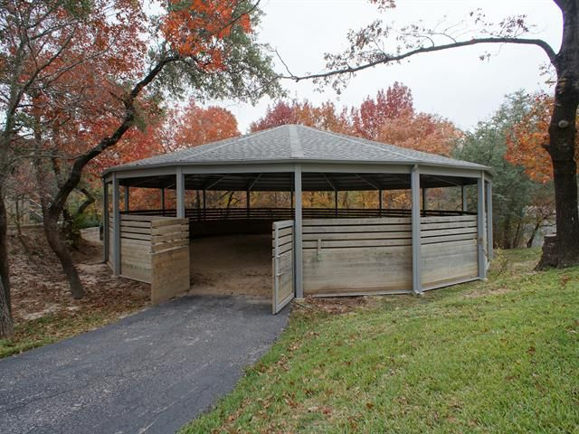 020_Covered Round Pen