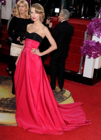 Taylor Swift på Golden Globe 2014. #tsylorswift #goldenglobe 2014 #stylistano #stylista Se mer på http://stylista.no/