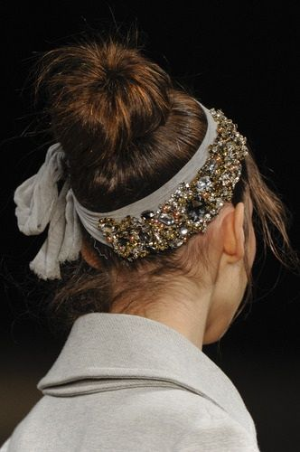 How adorable! Easy and highly effective way to glam up that quick, messy bun that I'm guilty of at least 3x a week.