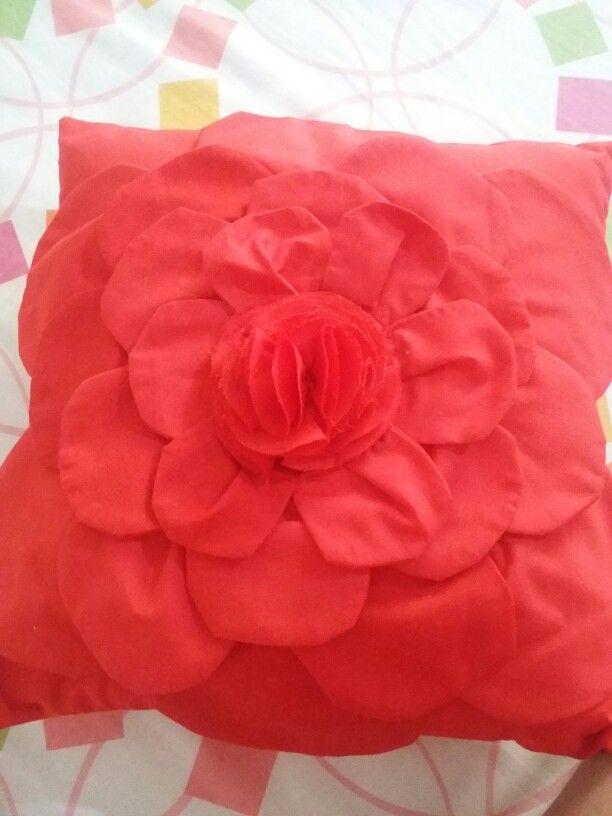 Cojin decorativp en forma de rosa