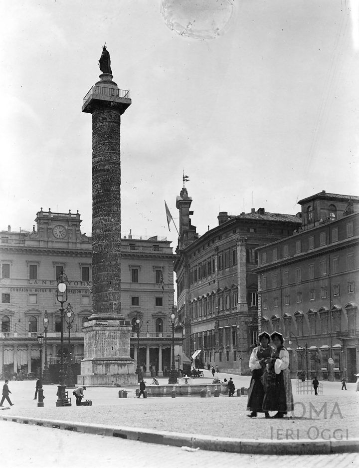 Piazza Colonna (1907)