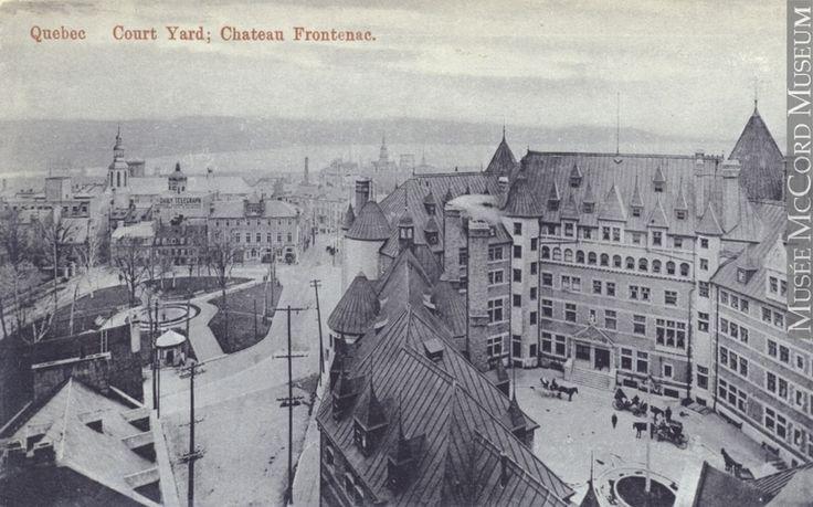 Vue de la cour intérieur du Château Frontenac et de la place d'Armes, vers 1910 (Cour du Château Frontenac, Québec, QC, vers 1910, anonyme, 1905-1914, MP-0000.1159.13, Musée McCord)